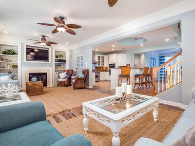 Photo for Huge Bayfront Home (67th) - Ind/Outdoor Pools, Cafe, Clubhouse & Private Beach!