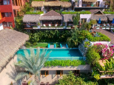 We are the casa right above the pool!
