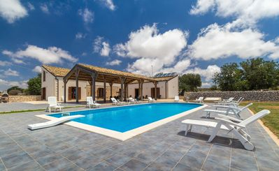 Photo for Calliope, country villa with pool a few km from the sea, for 7/10 people