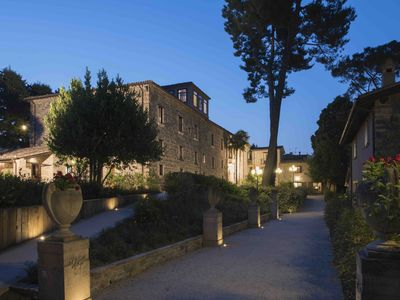 Photo for Majestic historical Villa into the hills of the Marche, with private pool