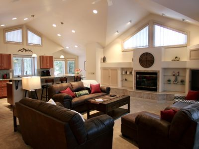 Photo for Gorgeous views, sleeps 12! 5 minutes from Keystone Resort! On free bus route!