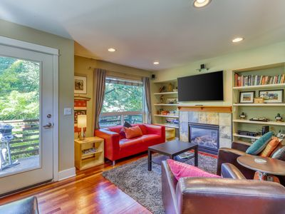 Photo for Gorgeous home in great neighborhood - Steps away from Fremont Troll!
