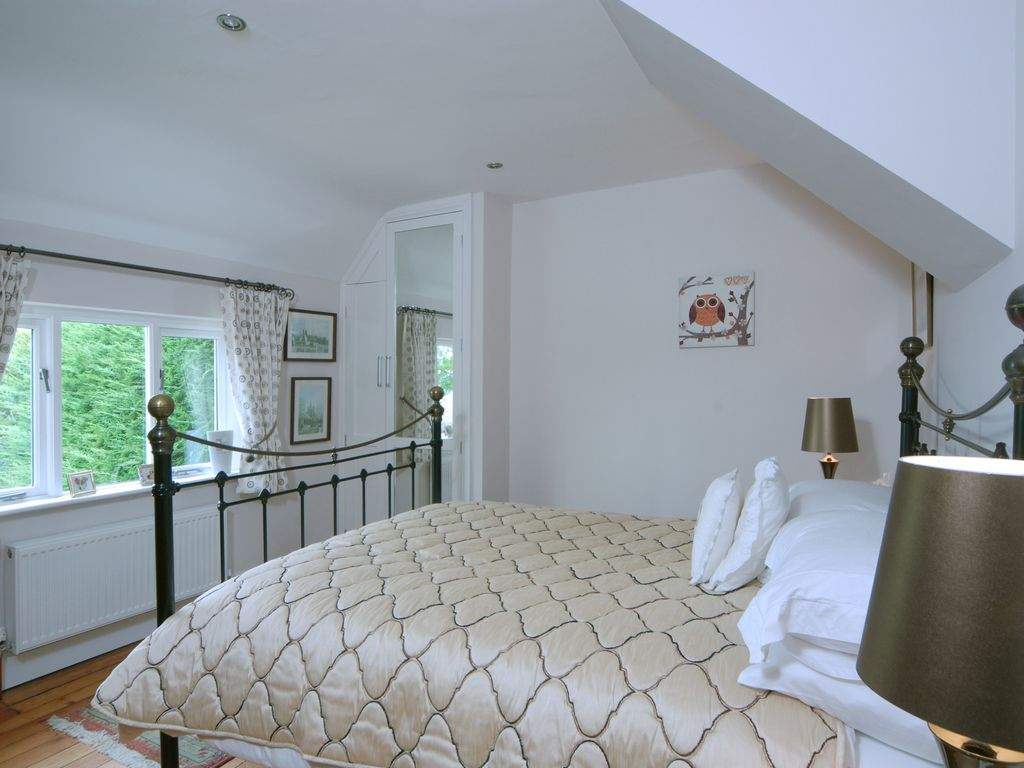 A Spacious Home from Home with Idyllic Cotswold Views. 3and7 Night ...