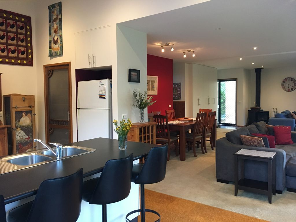 Uringah 2 -Cowes, Private Beach Access, WiFi, Fireplace, linen supplied