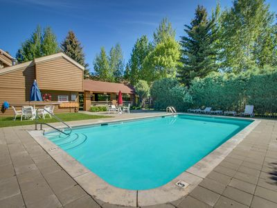 Photo for Spacious condo w/ access to a shared pool, hot tub, golf, & tennis - near skiing