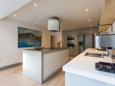 Photo for Contemporary coastal property in Cornwall