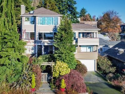 Photo for Beautiful Home in Wallingford w Views of the Lake and Space Needle!