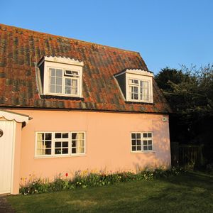 Photo for Essex Suffolk border-period coastal/country cottage