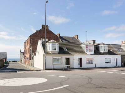 Photo for CORNER COTTAGE, pet friendly, with a garden in Girvan, Ref 988593