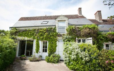 Photo for Les Glycines, spacious property for 6/7 with heated pool near Amboise and Blois