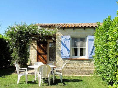 Photo for Vacation home Résidence Fontenelle (RLA146) in Raphele-les-Arles - 2 persons, 1 bedrooms