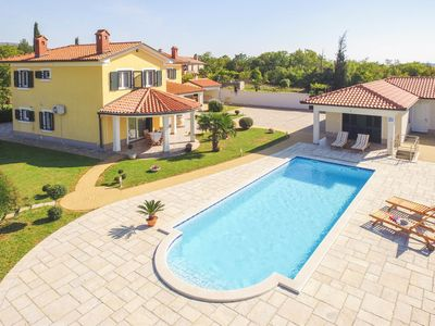 Photo for This 3-bedroom villa for up to 5 guests is located in Pula and has a private swimming pool, air-cond