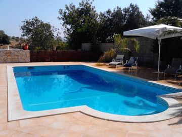 Country house with garden and swimming pool