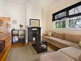 ANNANDALE Young St -