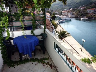 Studio flat with balcony and sea view Stomorska, Šolta (AS-5239-a)