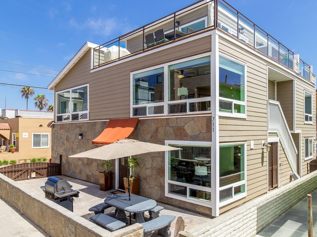 Property Image#2 #709   Newly Remodeled, 25 Feet From The Ocean,