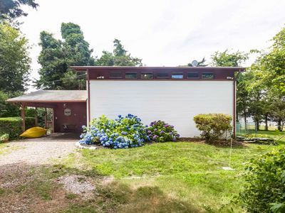 Convenient Cottage Steps From Tennis And Beach