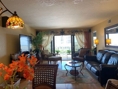 """Newly renovated. Ocean view. 65"""" TV. Immaculate!"""