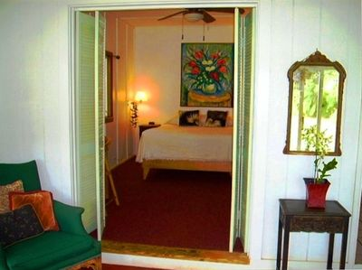 Original art by Maui Island Artist Rozi Prince fills this cottage