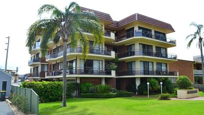 Photo for Champagne Court 1 close to Bowling club and rockpool
