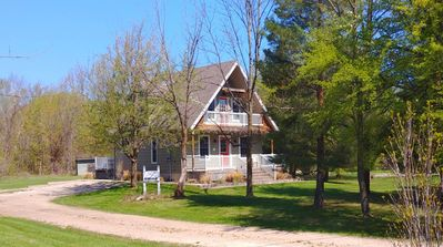 Photo for Walking Distance to The Blue Mountain Village! Charming Getaway near Blue Mountain- 412328