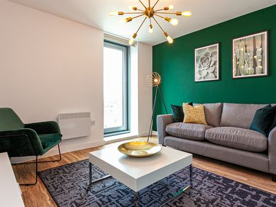 """Photo for """"Opulent Luxe Royal"""" - 3Bed Apt FREE PARKING + GYM"""