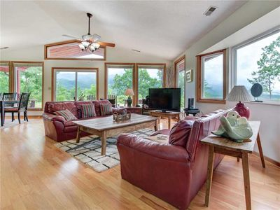 Photo for High Cotton, 3 Bedroom, Hot Tub, Mountain View, Sleeps 6, Pet Friendly
