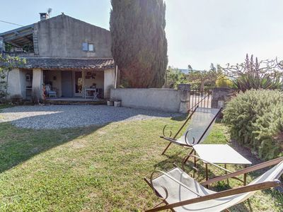 Photo for Provençal cottage with common pool, situated among vineyards in the heart of the Luberon