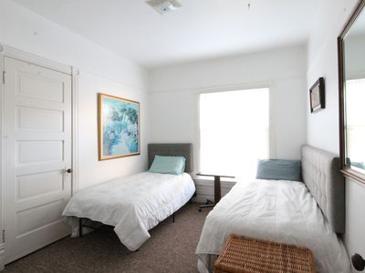 Photo for Downtown 2 Bedroom Apartment Sleeps 6