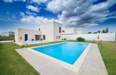 Photo for Artemide, villa with pool, near the beach and the center