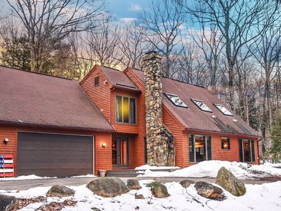Spacious 2-story home w/ hot tub, sleeps 12.  Minutes from downtown North Conway