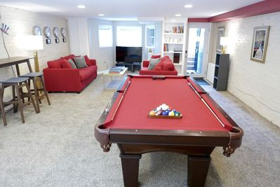 Super deluxe billiards table, perfect for any traveler