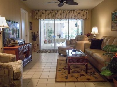"Photo for MARCO, Walk to Beach, 2BR/2BA, Pool View,  WiFI,  50"" SmartTV, large lanai"