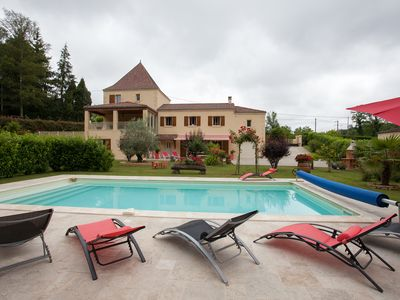 Photo for In Sarlat: CHARMING PERIGOURDINE 2/6 p. flowered garden with trees, heated pool