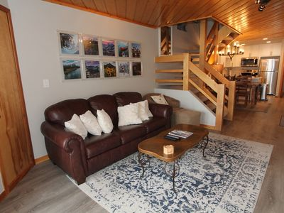 Photo for Fantastic Eagles Nest condo 3BR, Hot tub, easy access to slopes! Garage!