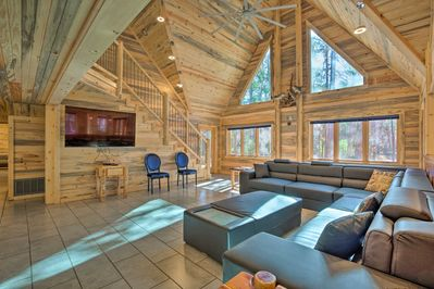 Enjoy the Broken Bow Lake area in style when you stay at this spacious cabin.