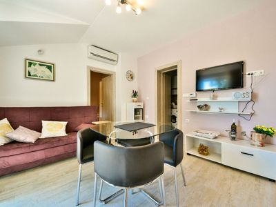 Photo for Beautiful apartment with WIFI, A/C, TV, balcony, washing machine and parking