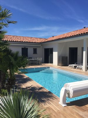 Photo for Private heated salt pool villa, pétanque court, great amenities