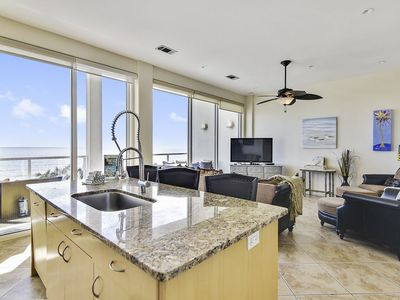 Diamond Beach 415-St Tropez Beach: Beachfront, Balcony with Unobstructed View!