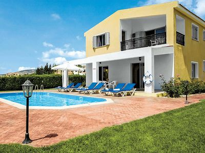 Photo for Ideally located Villa w/pool & BBQ, within walking distance to amenities