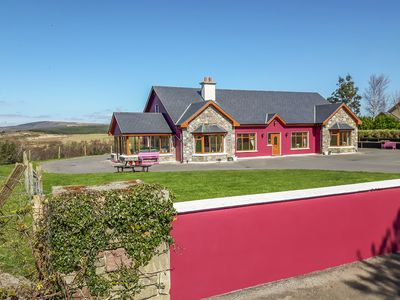 Photo for DOOLOUGH LODGE, pet friendly in Killarney, County Kerry, Ref 933246