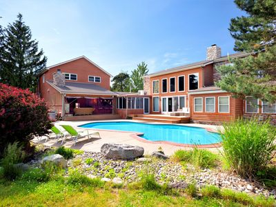 Amazing luxury estate in the heart of the p vrbo for Long pond pa cabin rentals