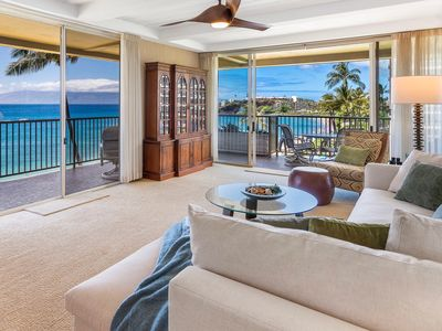 Photo for 100% OCEANFRONT KAANAPALI BEACH WHALER 552