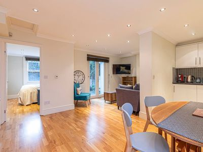 Photo for Homely 2-bed flat in Little Venice, West London