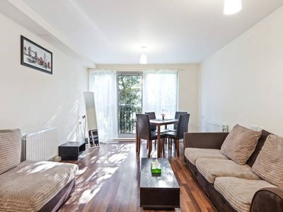 Photo for Cosy 2 bedroom flat in Prince Regent, 3min to stn.