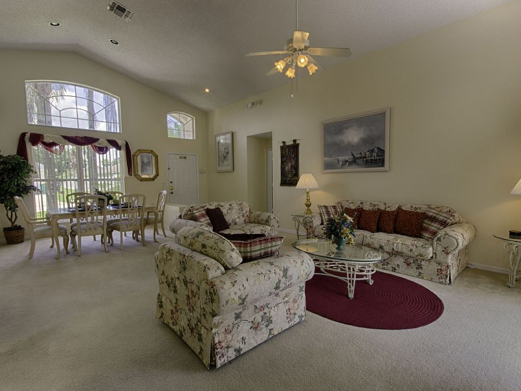 Luxury 3 Bedroom Villa with South Facing... - HomeAway Lindfields