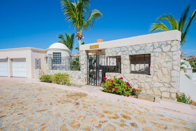 Villa Sonrisa is an inviting vacation retreat in a great Pedregal location