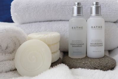 Towels, facecloths & complimentary soaps, shampoo and conditioner all supplied