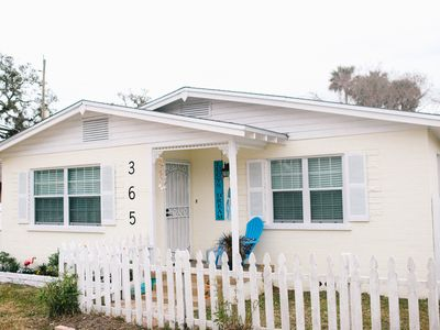 "Photo for ""LUCY'S DREAM"" ADORABLE RENOVATED BUNGALOW MINUTES TO CANAL STREET Monthly rate!"