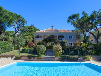 Photo for Fabulous villa with fenced pool only 10 minutes walk to Vale do Lobo beach A624